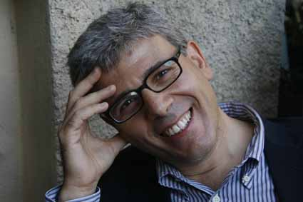 Lupo Giuseppe, scrittore, mano, occhiali © 2010 Giliola CHISTE